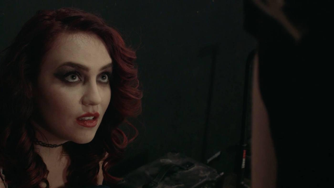 Anna Rizzo as Robbie